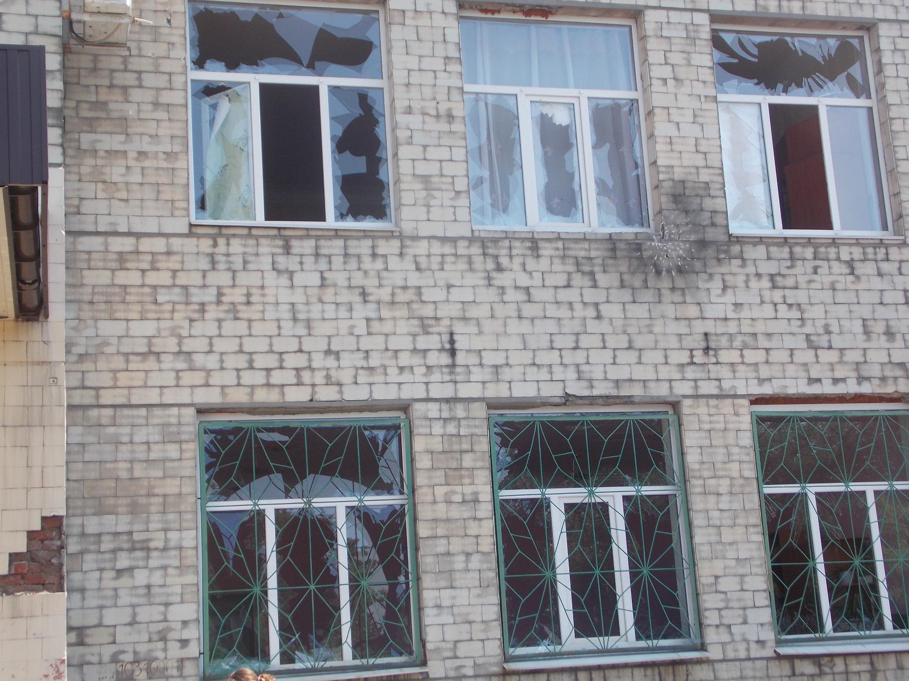 образец акта на разбитое окно